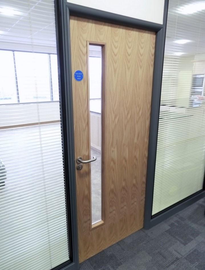 Chọn mua cửa gỗ công nghiệp cho văn phòng ra sao