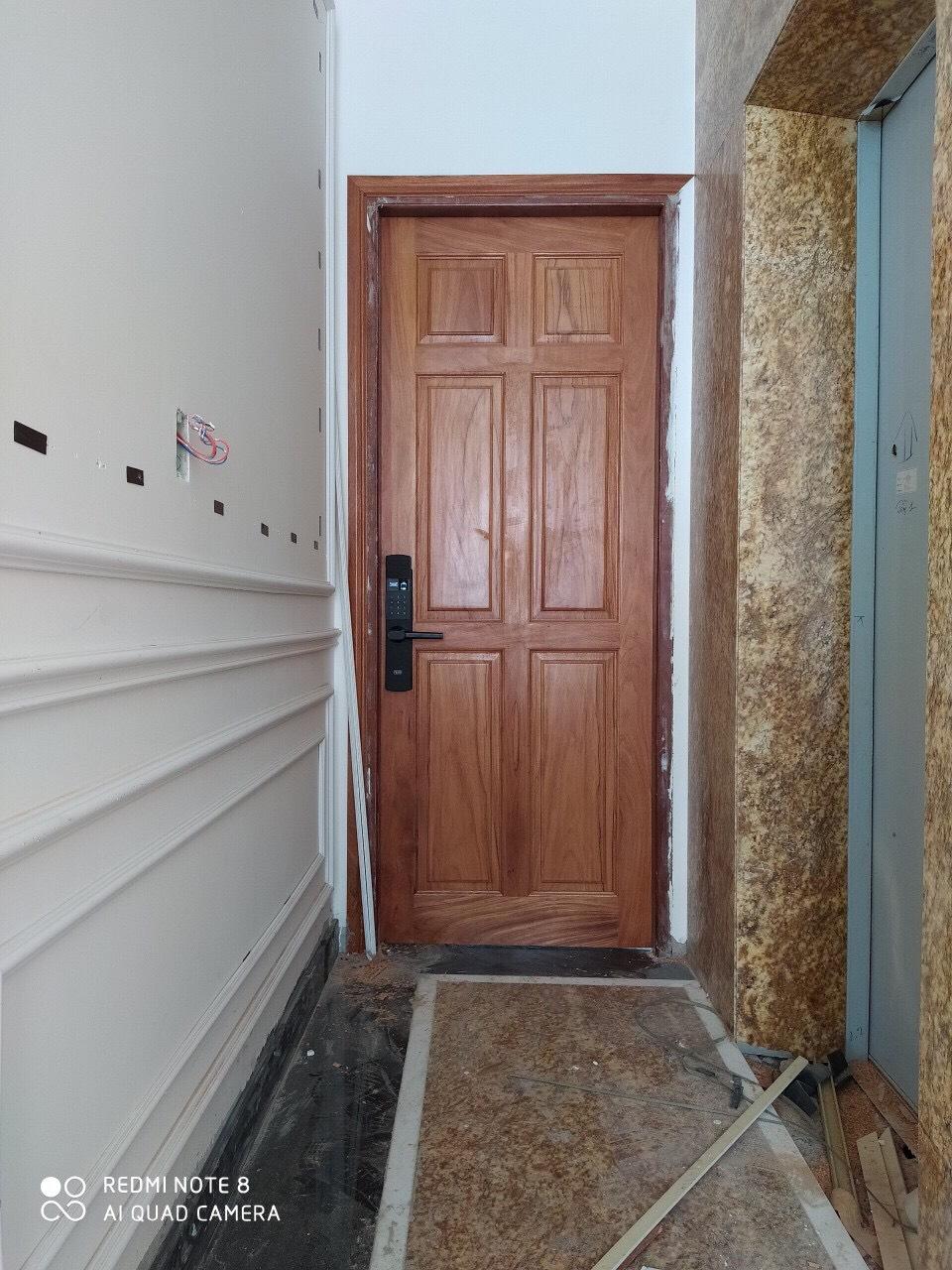 Cửa gỗ Pano 6 ô