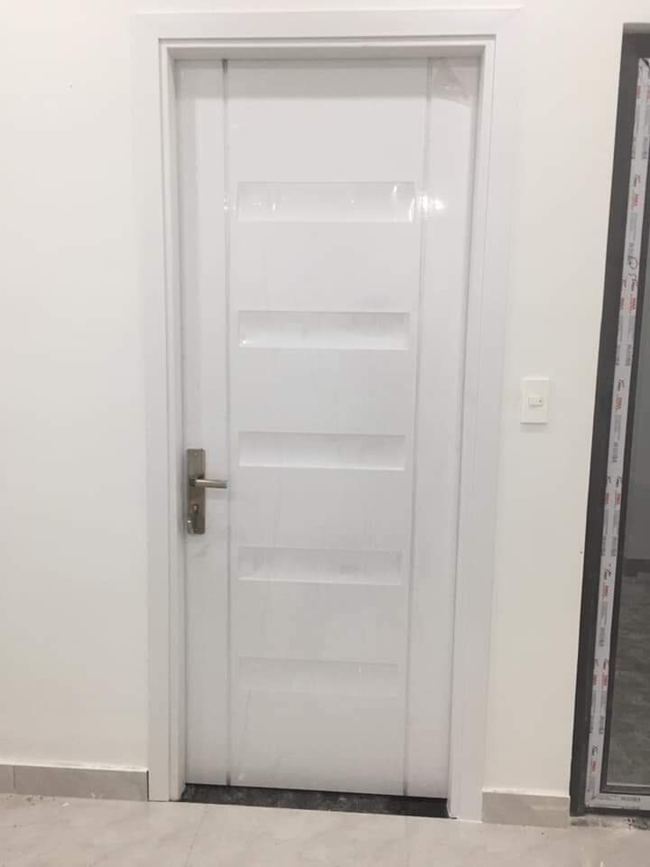 Màu sắc của cửa nhựa abs việt nam không được tinh tế như cửa abs mang thương hiệu hàn quốc.
