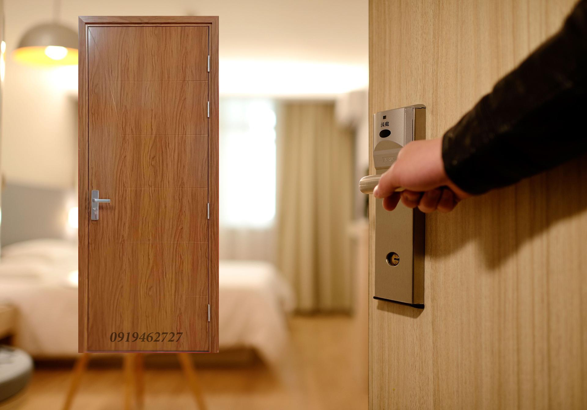 Cửa nhựa gỗ Composite sơn dành cho phòng ngủ