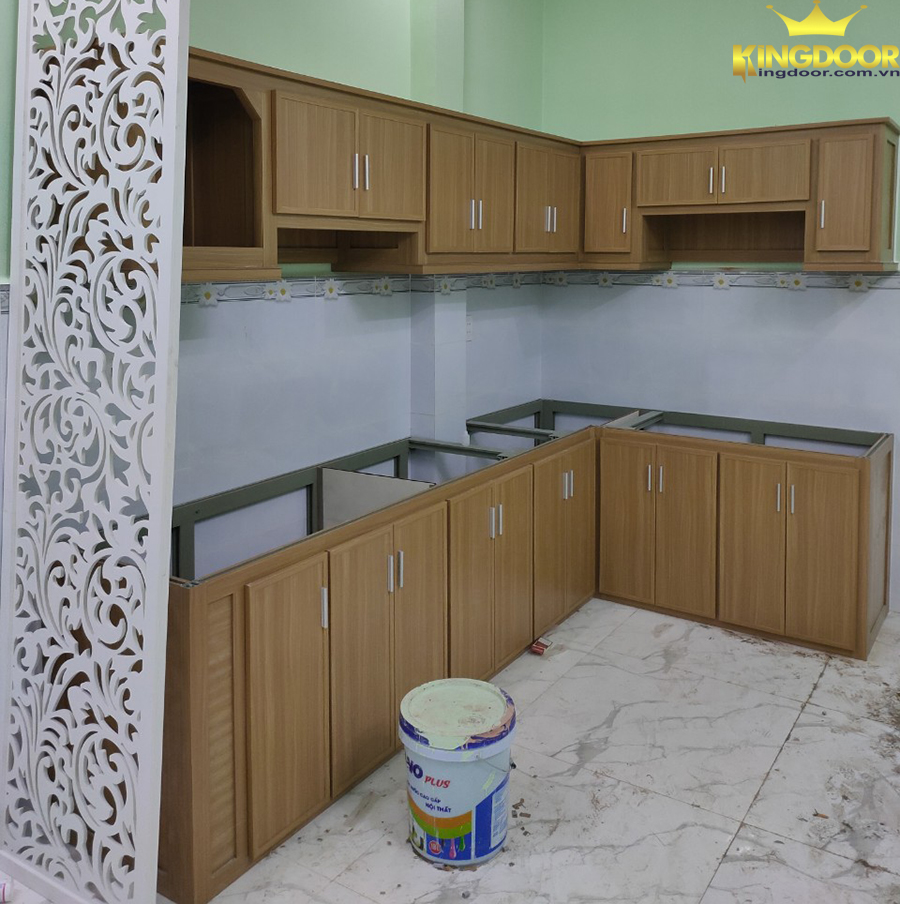 Tủ bếp nhựa giả gỗ Đài Loan được thiết kế đơn giản