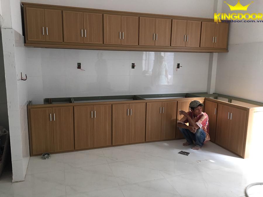 Tủ bếp nhựa giả gỗ Đài Loan Kingdoor giá rẻ trong các dòng sản phẩm tủ bếp