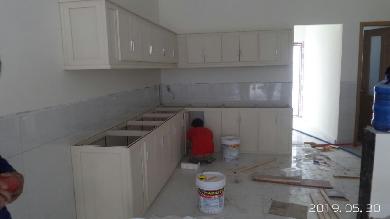 Tủ bếp nhựa màu trắng
