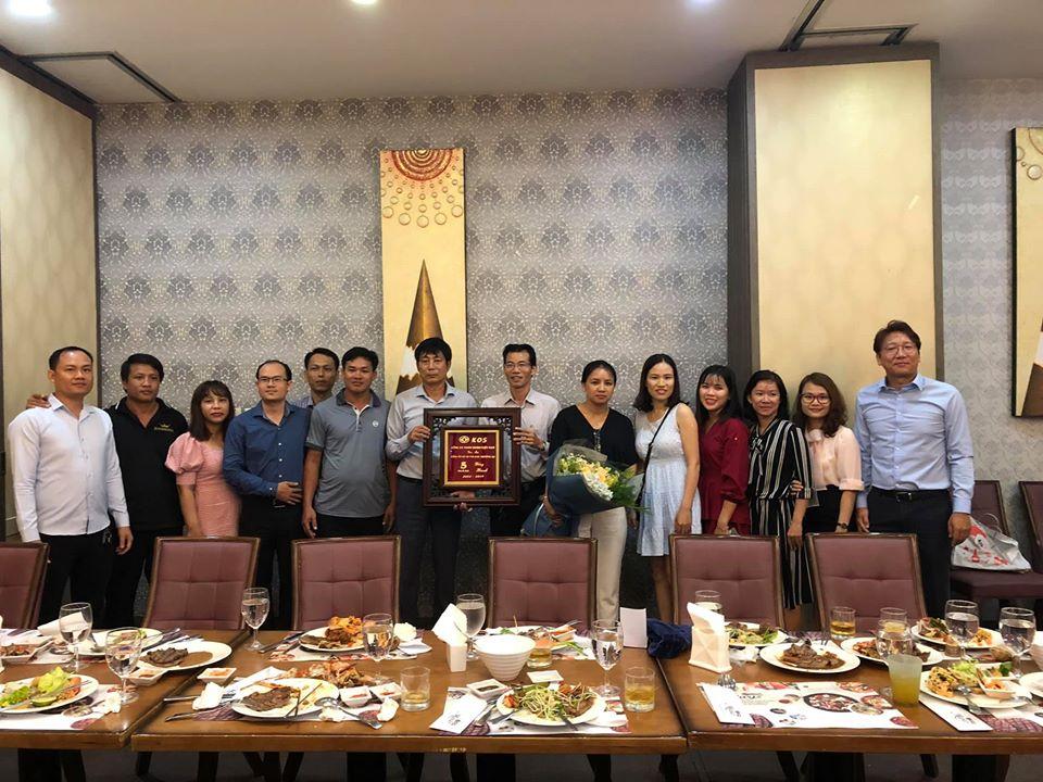Lễ tri ân những đại lý và khách hàng quen thuốc của công ty Kingdoor