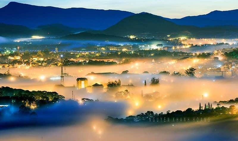 Thành phố Đà Lạt trong sương mù