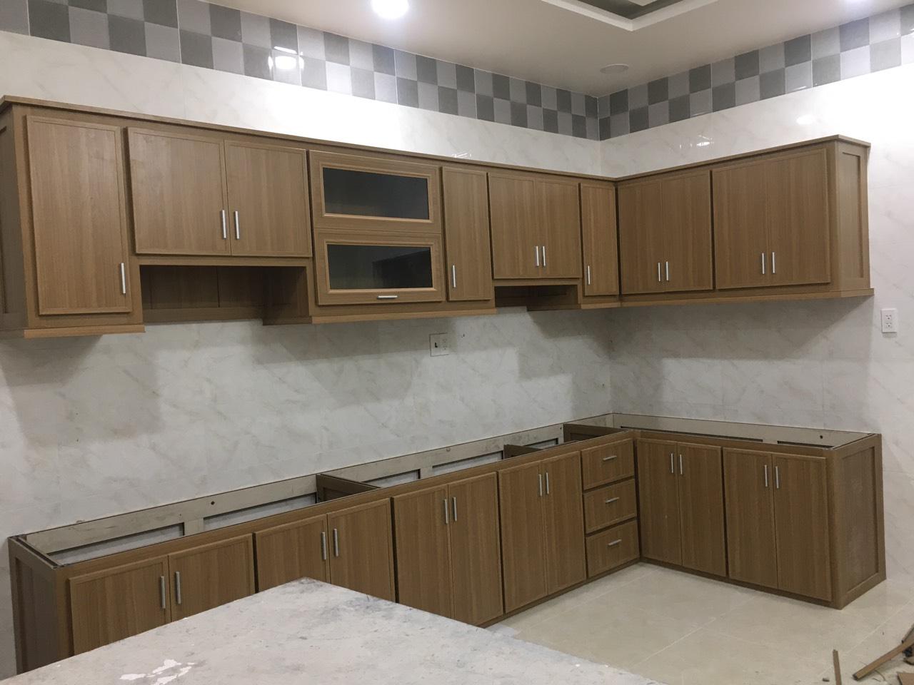 Tủ bếp trên và tủ bếp dưới