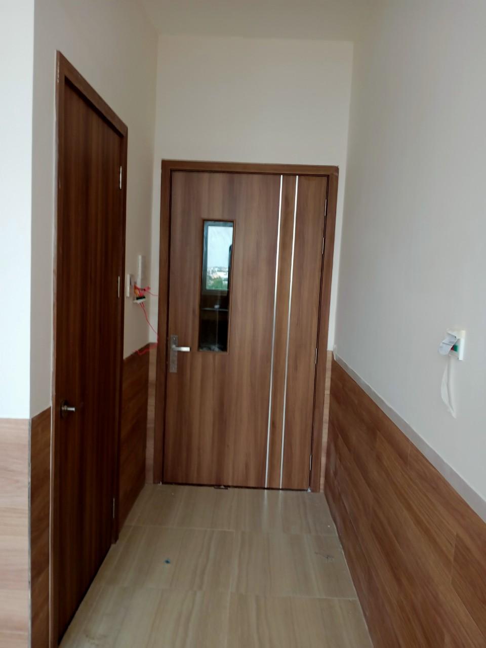 Cửa phòng và VS nội trú - BV Phương Châu